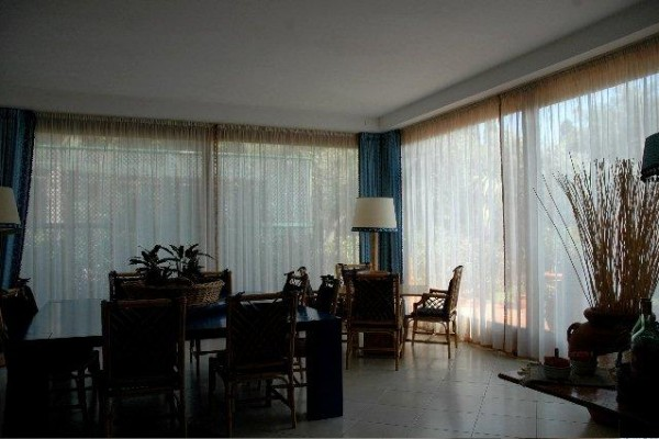 livingroomdining9BB817C1-8EB6-4121-9AA2-DACD7F870EA9.jpg